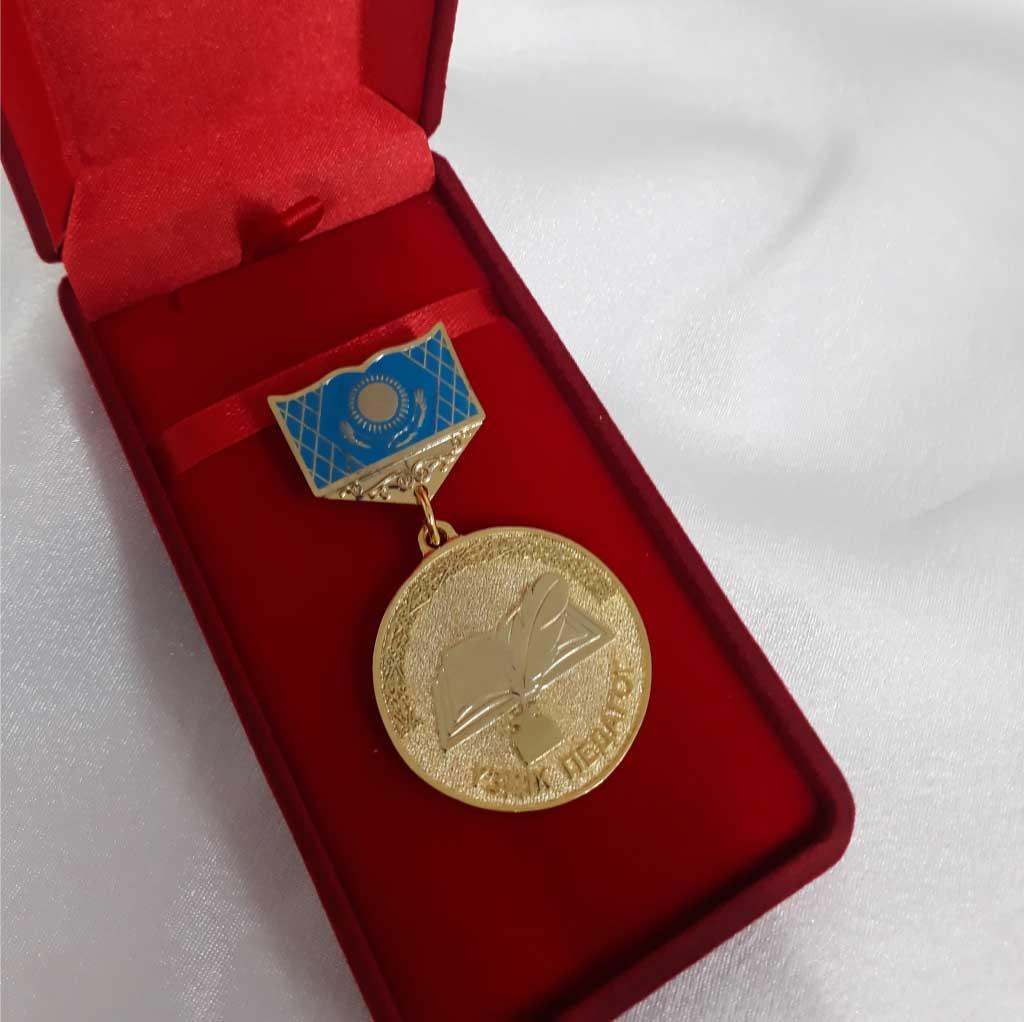 Изготовление нагрудных медалей для педагогов